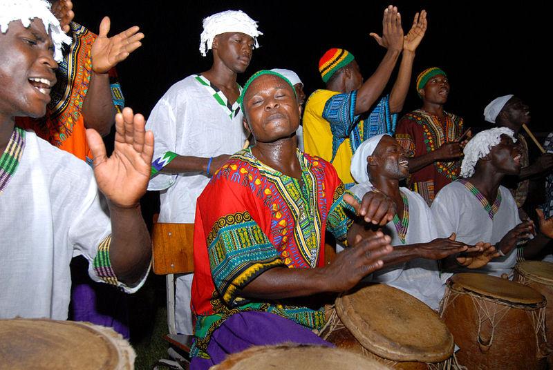 Tommler in Accra feiern Barack Obamas Geburtstag (c) Elilio Labradorden