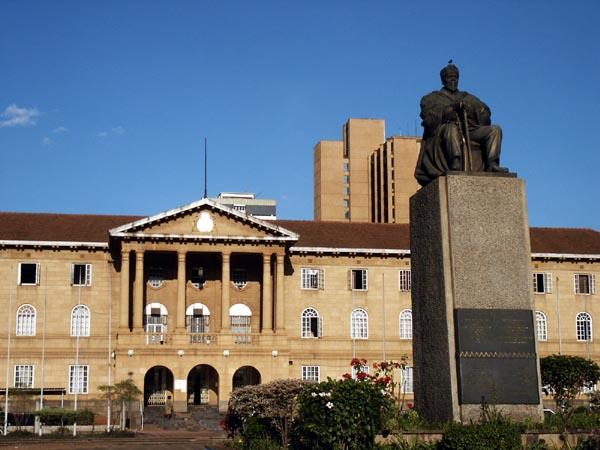 Statue von Jomo Kenyatta in Nairobi (c) Jim Slim